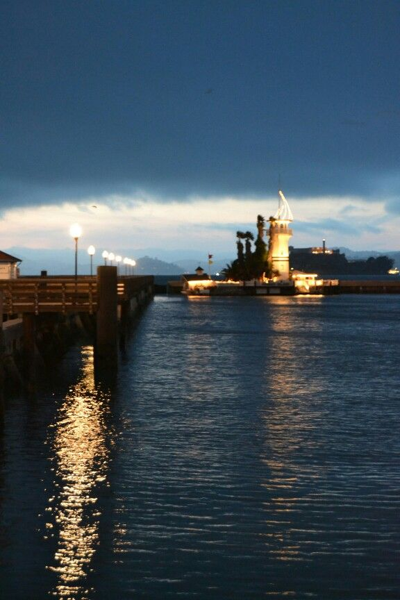 #sanfrancisco #harbour #fishermanwharf #sanfran #lighthouse #night