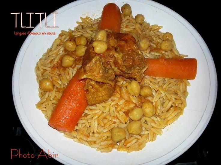 Tlitli est un plat algérien à base de petites pâtes : les langues d'oiseaux. ce plat se peut se préparer selon les régions, en sauce blanche ou en sauce rouge