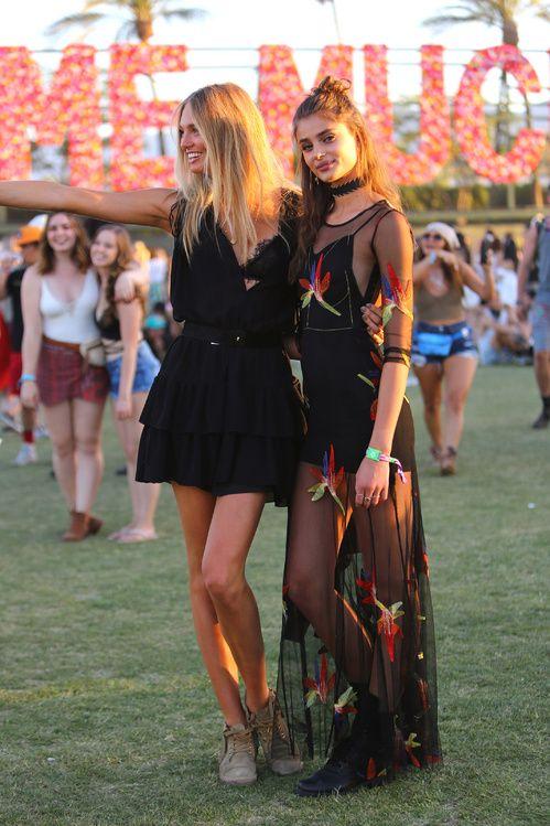 Taylor Hill et Romee Stridj lors du premier week-end du Festival de Coachella