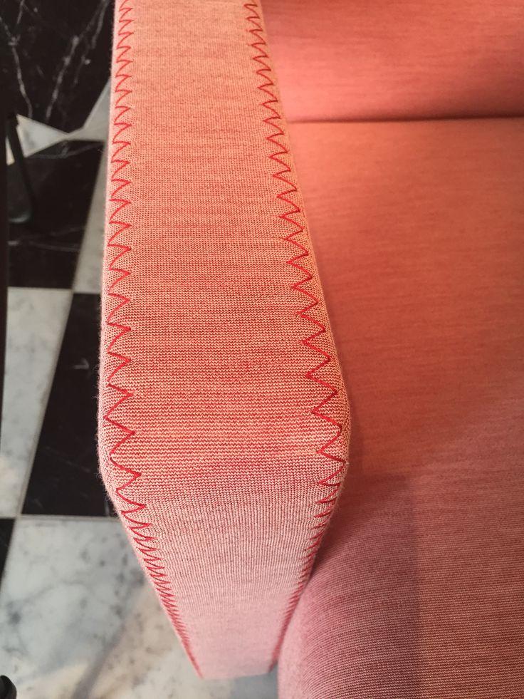 De nieuwe zigzag steek op de stoel Utrecht van Gerrit Rietveld voor Cassina. New zig zag stiching on the Rietveld Chair Utrecht by Cassina.