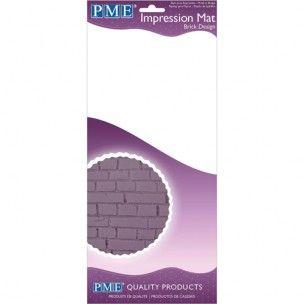 Deze impression mat is ideaal om te gebruiken met verschillende soorten eetbaar material zoals: fondant, modelling paste (gum paste), of marsepein. Het steen patroon kan voor vele verschillende ontwerpen gebruikt worden, bijvoorbeeld een muur of tuinpad en nog veel meer.