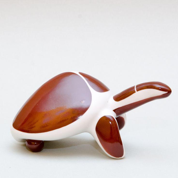 Figurka Żółw, Ćmielów, projekt: Hanna Orthwein