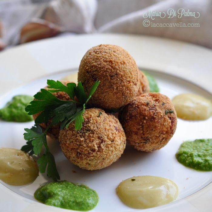 lacaccavella, calendariodelciboitaliano, polpettebaccala, cremaaglio, salsaverde