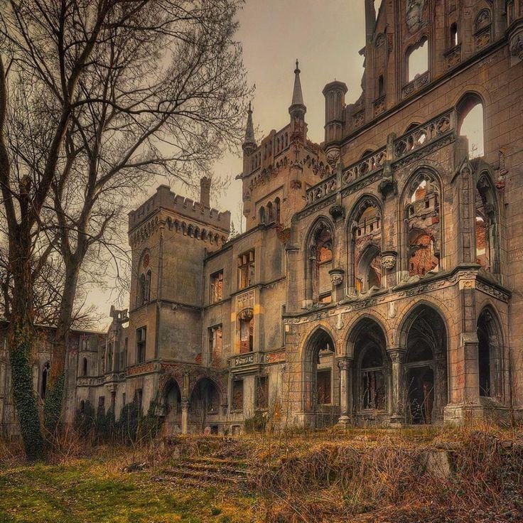 Castel darapanat in Kopice, Polonia