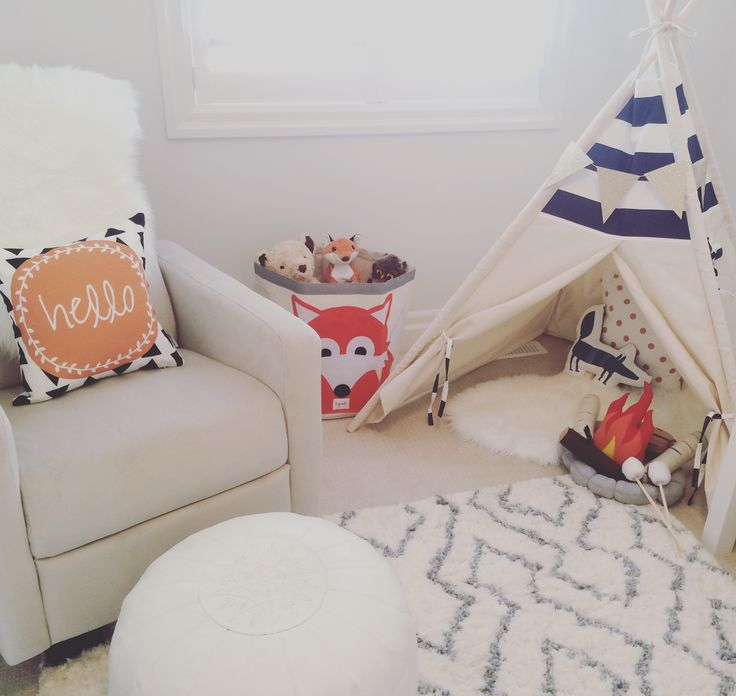 I love the forest theme and my current obsession is foxes. The color scheme of this fox themed nursery is white & blue, accented with pops of orange.