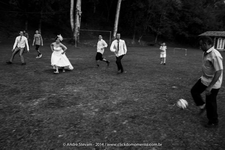 Casamento é estar junto em todos os lances, comemorar as vitórias e não esmorecer com as derrotas. #soccer #futebol #casamentonocampo