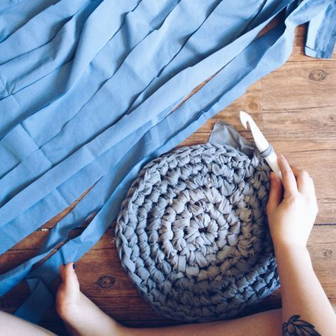 UPCYCLED CROCHET RUG HOW-TO WITH PATTERN Of all the upcycling I do, this is by far my favorite: a circular crochet rug.  There is something so satisfying when t #RugCrochetPatterns