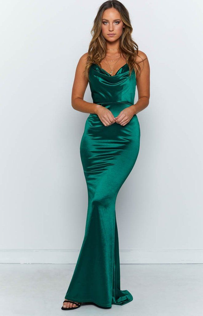 Everyone S Eyes Will Be On You In The Impromptu Maxi Dress In Emerald Green This Gorgeous Gow Green Ball Dresses Green Formal Dresses Formal Dresses Australia