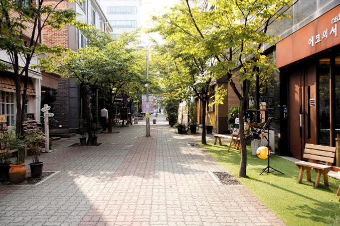8 Cafe Streets in Seoul for Coffee Lovers