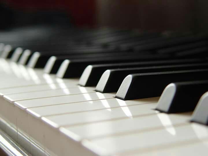 """""""Tutti noi siamo persone, non tasti di pianoforte. Nessuno può trattarci come se fossimo tasti di pianoforte. Nessuno può schiacciarci per suonare la musica che piace a loro."""" #cit Fëdor M. Dostoevskij"""