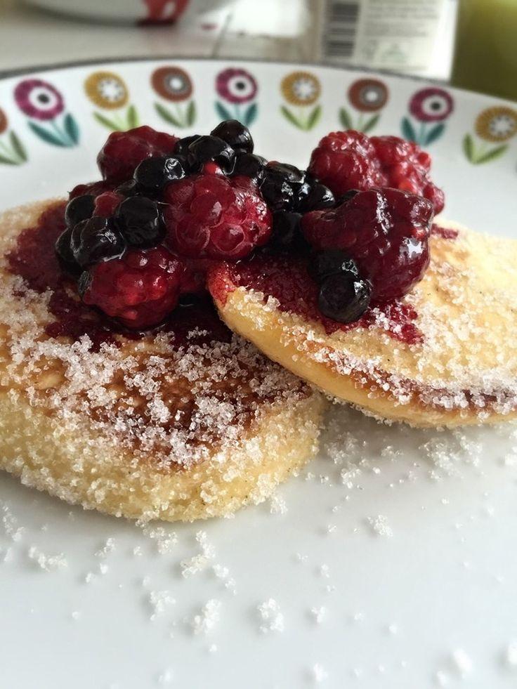 """Swedish """"krabbelurer"""", a mix of sponge cake and sweet pancakes - Lennevi"""