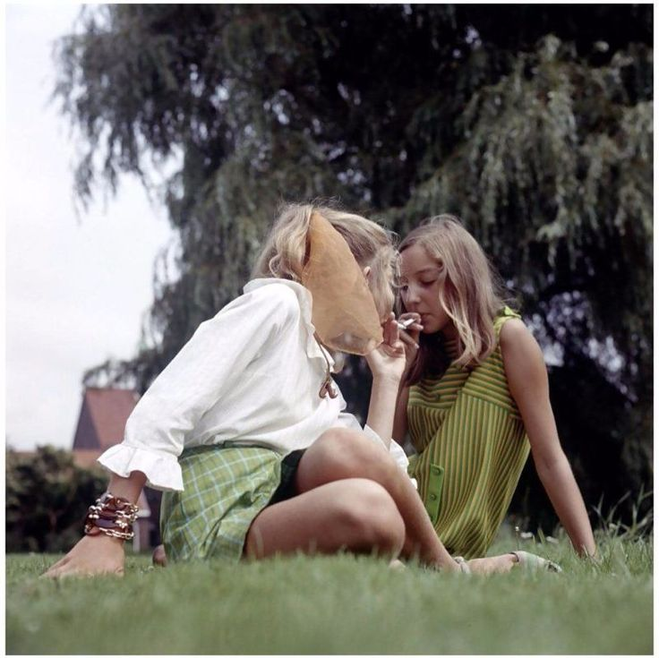 33 Badass Photos of Smoking Ladies From the 1960s