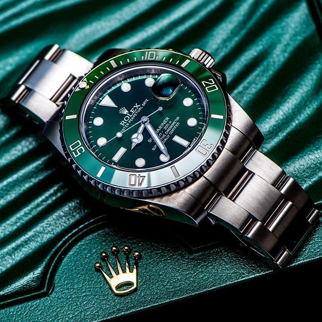 """Awesome shot of Rolex Submariner with a topic """"Green is the new black"""" from ... 