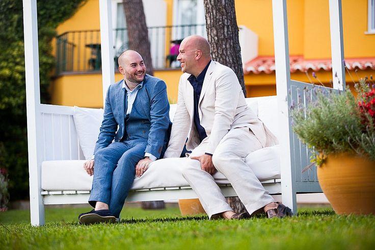 Lovely Gay Wedding Photoshhot in the Senhora da Guia Atlantic Garden. #gayweddingceremonyinportugal #destinationweddingsinportugal