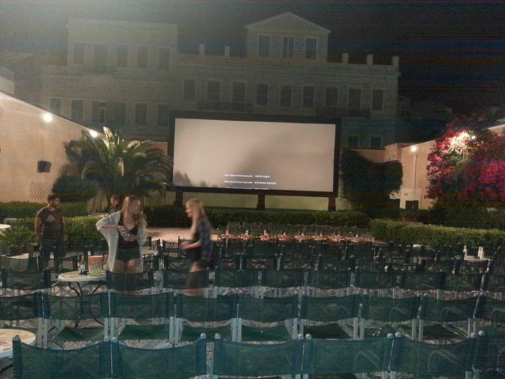 θερινό σινεμά!Something the OMILO students in Syros absolutely love : the open air movie theatre!