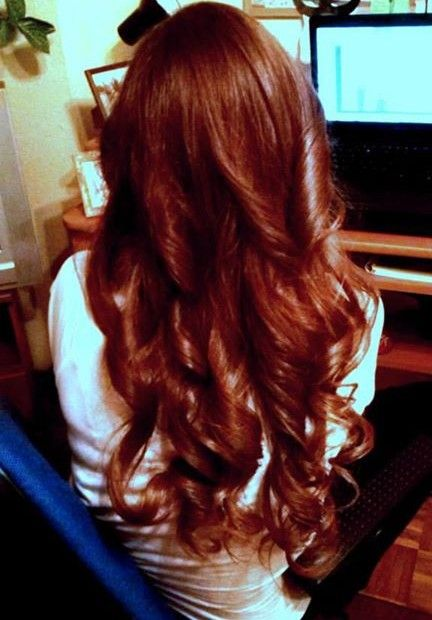 long redhead hair, curls, www.magazyn.modadamska.waw.pl