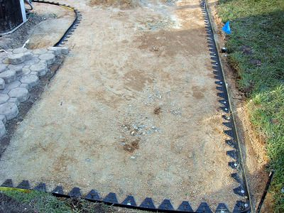 Site with step by step instructions for creating a paver patio