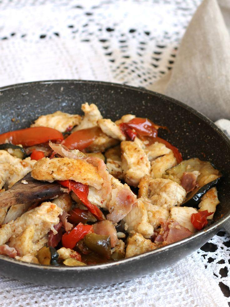 STRACCETTI DI POLLO CON SPECK ricetta in padella con verdure