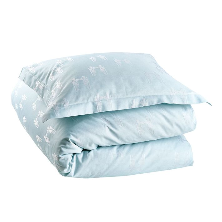 - Produkten kan tvättas i 60 grader, undvik blekmedel och sköljmedel. Sträck ut produkten efter tvätt.