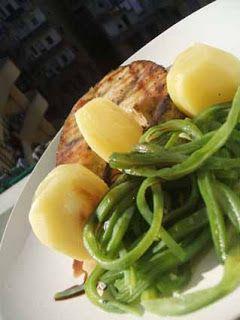 Espadarte grelhado com molho de manteiga e limão