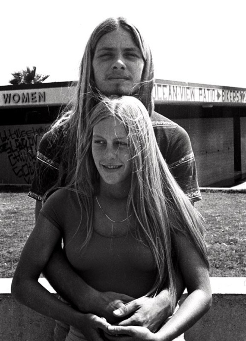 Seventies Skater couple...  I wouldn't mind having blonde hair...