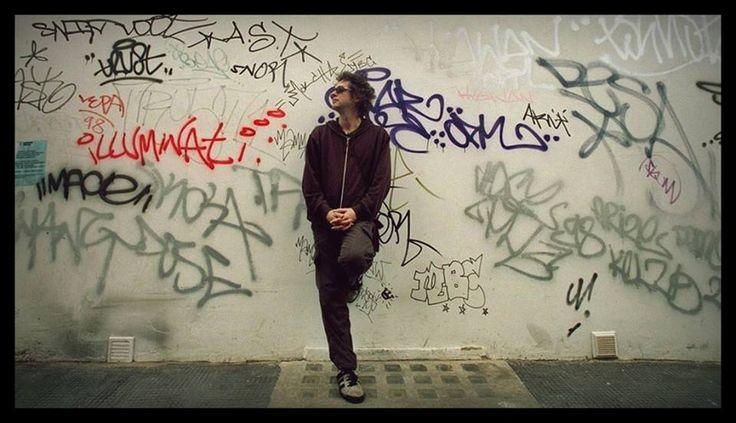 """""""Arrojo palabras, gestos contra la pared..."""" Gustavo Cerati en Londres, año 1999."""