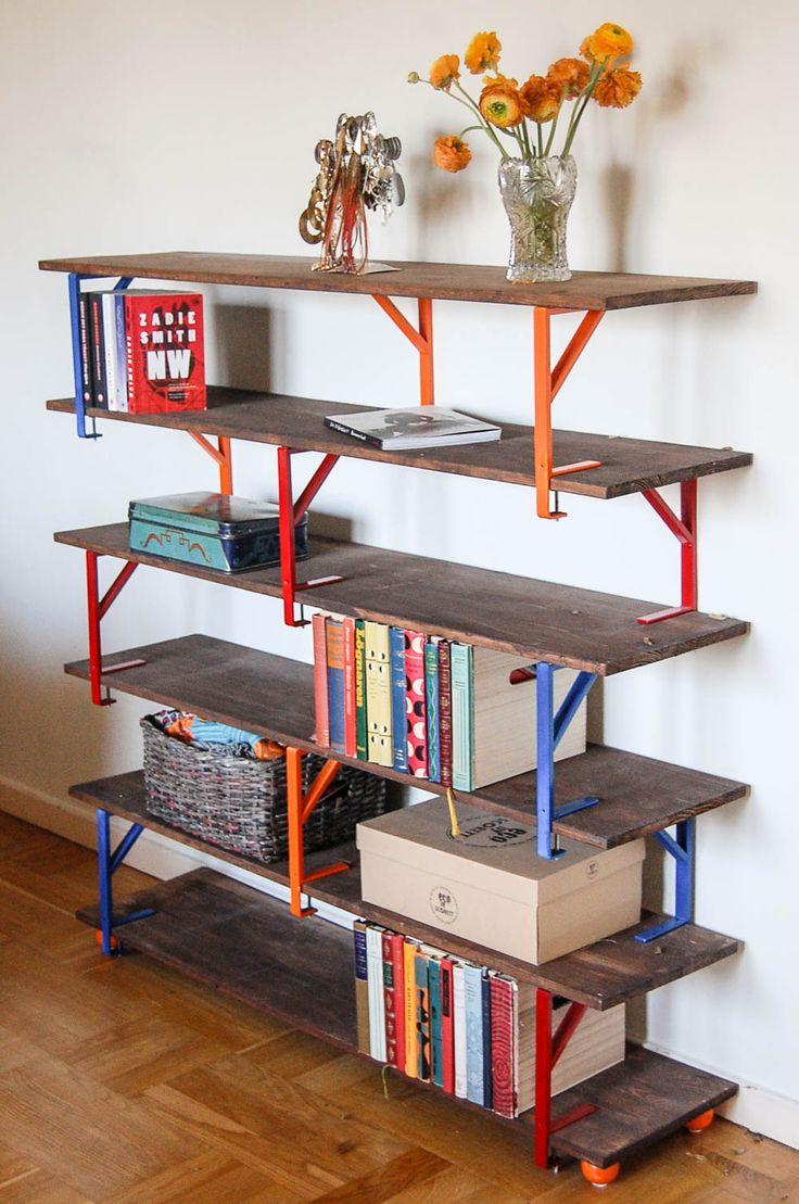 Skapa en personlig hylla i modern stil med konsoller från Ikea. Foto: Matilda Ekström