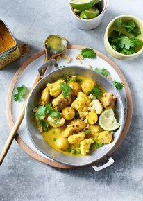 Curry Madras met kip, bloemkool, erwtjes en koriander
