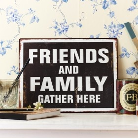 /13732-4575-thickbox/metalskilt-friends-and-family.jpg