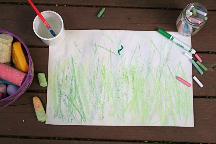 Inchworm Chalk Drawing activity inspired Inch by Inch by Leo Lionni - Use dry chalk on wet paper to mimic the soft, muted inchworm drawings - offtheshelfblog.com