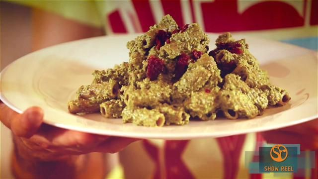 Pasta integrale con pesto di spinaci - Video D Repubblica