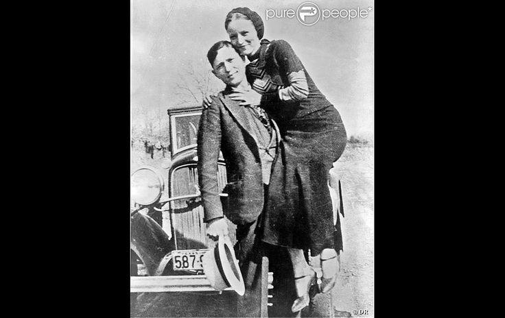 Les vrais Bonnie Parker et Clyde Barrow pris en photo en 1932 et 1934, année de leur mort.