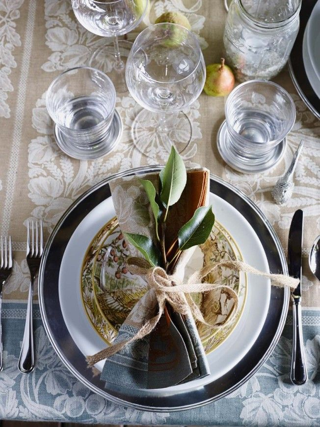 Helpful advice from Williams-Sonoma for planning a festive Thanksgiving table. Tips for setting a beautiful informal or formal table and how to arrange a buffet.