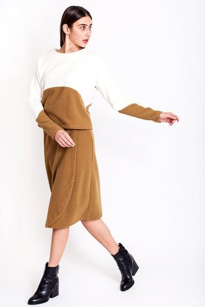 SALES - now €50.00 was €100.00.  If you are going for the sporty look then this two-tone eggshell/caramel sweatshirt is just the one for you. You can style it with a skirt to tone down the elegant look and turn up for the sporty, comfy look or you can style it with a pair of your favourite jeans if you want to go all in on the sporty and chic look. Play with different combinations and discover your personal style. REPIN TO YOUR OWN INSPIRATION BOARD