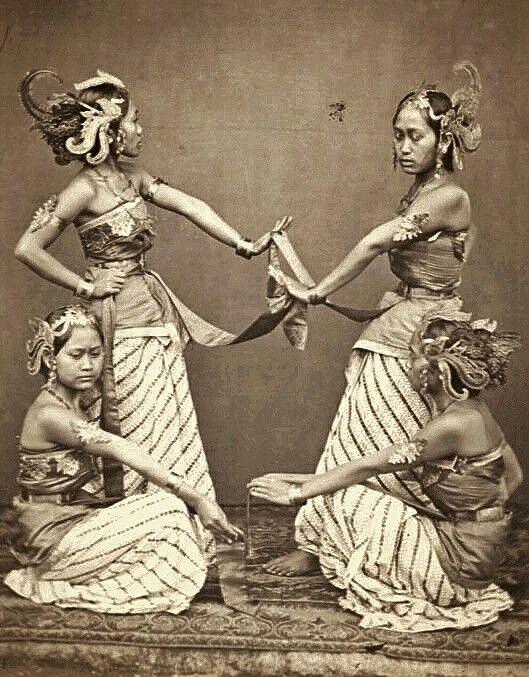 Serimpidanseressen van de regent te Bandoeng. 1863-1865