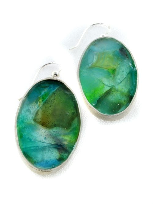 Oval earrings with glass