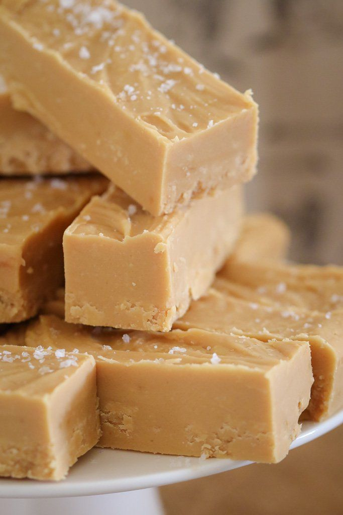 The easiest 5 INGREDIENT MICROWAVE SALTED CARAMEL FUDGE recipe!! Super quick and totally delicious!    #microwave #saltedcaramel #fudge #easy #recipe #desert