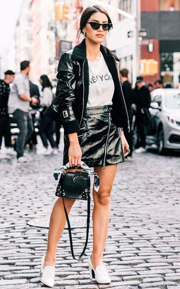5965d1b82a Roube o look da Camila Coelho! Combine a saia de vinil com t-shirts e  leather jackets.