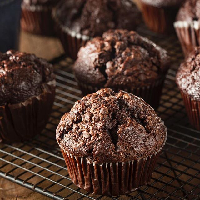 Last week it was Protein Cookie Dough, this week it's Chocolate Protein Muffins! Sharing this recipe on the blog today & my fav part is 1 serving = 3 muffins lol so feast on! Free recipe -> direct link in my bio #LGAccountability #EatYourWayLean #LGMealPlan