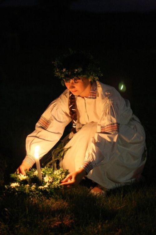 Sobótka / Noc Świętojańska / Noc Kupały - summer solstice celebrations in Kazimierz Dolny, Poland. Photo by Paweł Rotmański.