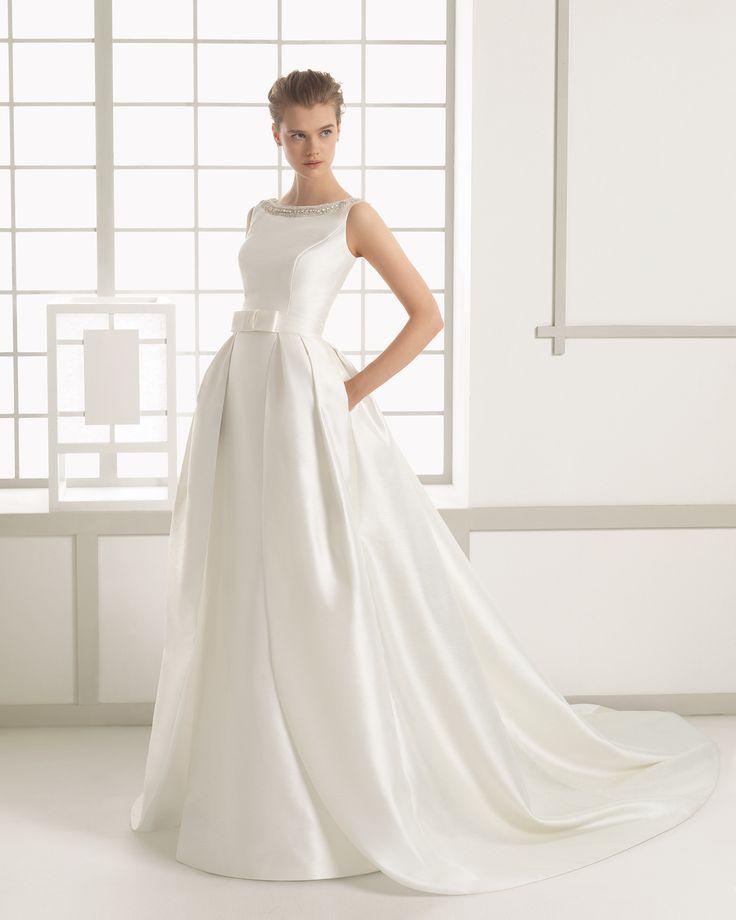 Traje de novia en seda rústica con bordado de pedrería. Colección 2016 Rosa Clará