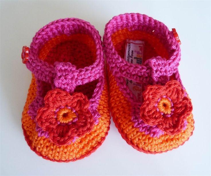 Schattige babyschoentjes voor een pasgeboren ukkie! handgemaakt naar eigen ontwerp.