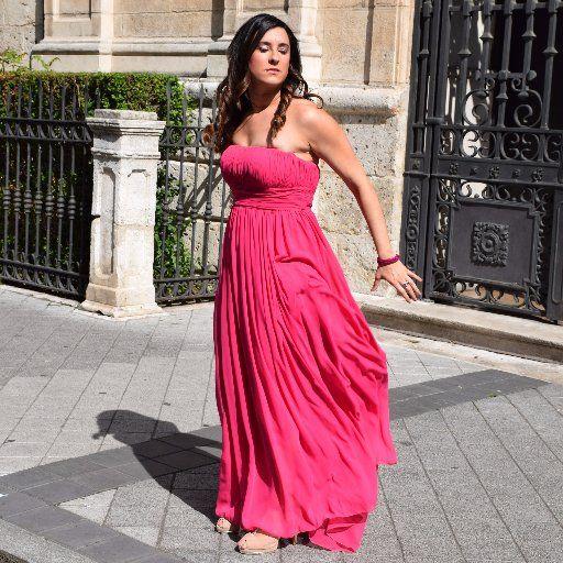 #vestido para ir de #boda #wedding #dress #bridesmaid #pink #fucsia #bougambilla #EU #talla42 #UK #size14 #Claire #Pronovias Llamativo vestido de fiesta largo de gasa estilo evasé. Un singular modelo de escote bañera y vaporosa falda que se ciñe con un hermoso fajín que marca la cintura #zapatos #lodi #brillantes #rosa #shoes