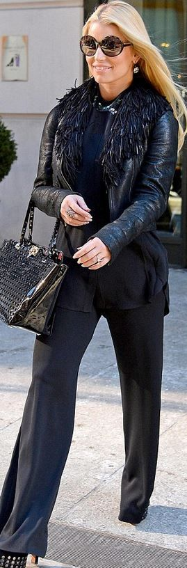 Who made Jessica Simpsons round sunglasses, platform shoes, and studded patent black tote handbag that she wore in New York?
