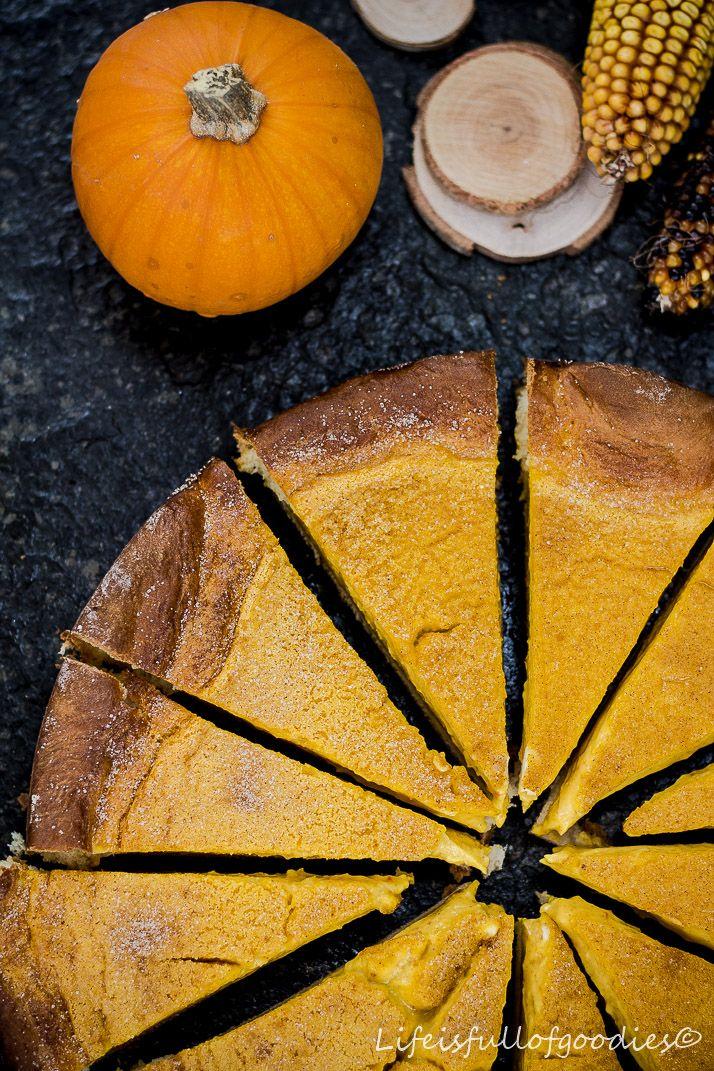 Heute gibt es den cremigsten und leckersten Kürbiskuchen, den ihr je essen werdet! Einen Kürbisrahmkuchen. Mit Hefeteigboden. So gut!