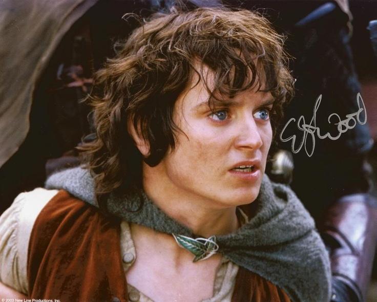 Frodo baggins elijah wood frodo pinterest for Pics of frodo baggins