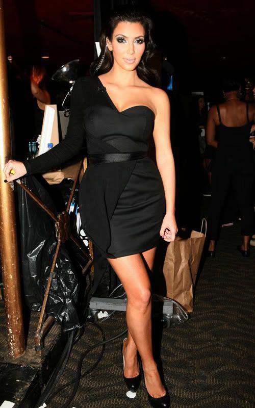 http://forum.purseblog.com/celebrity-news-and-gossip/kim-kardashian-thread-475924-197.html
