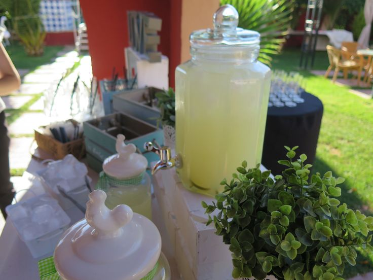 Refresca a tus invitados en la ceremonia civil #ceremoniacivil #limonada #mesadelimonada #Granada #bodas #Boabdil #Boabdilbodas #bodaengranada #jardines #jardinesboabdil