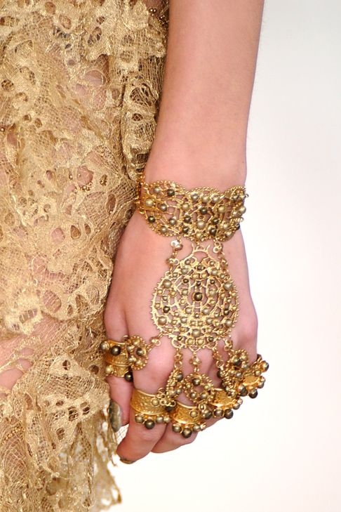 : Alexander Mcqueen, Beautiful Jewelry, Gold Fashion, India Gold, Gold Lace, Art Jewelry, India Clothing, Fashion Couture Details, Alexander Mqueen Gold