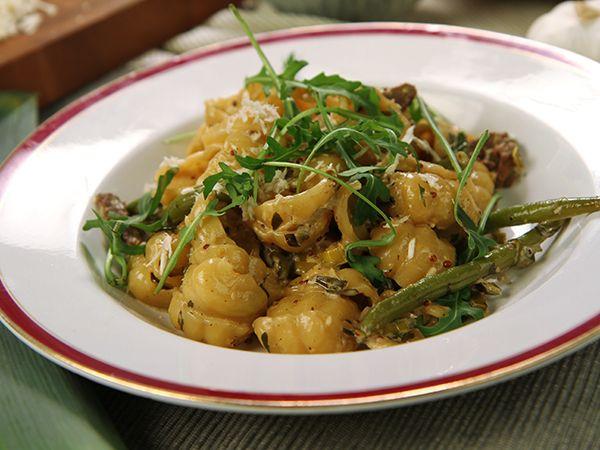Pasta med lövbiff och pepparrot | Recept.nu